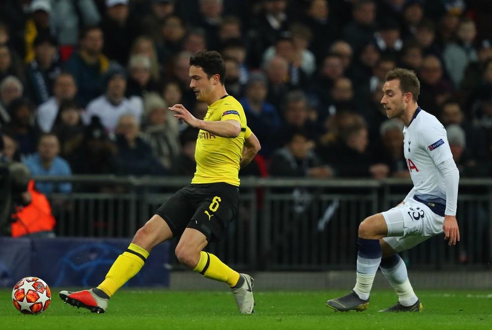Thomas Delaney i aktion for Dortmund mod Christian Eriksen for Tottenham (foto: shutterstock.com)